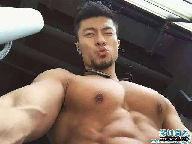 胸肌宏大,阳刚肌肉男模