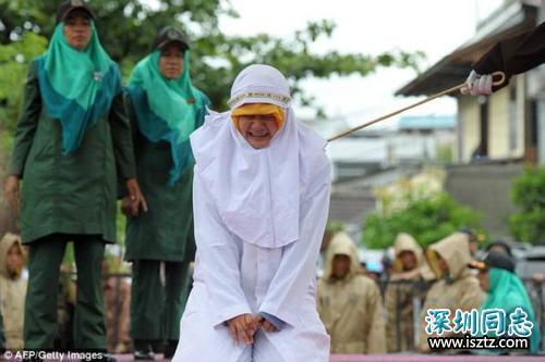 因技术性问题 马来西亚两女同性恋延后鞭刑