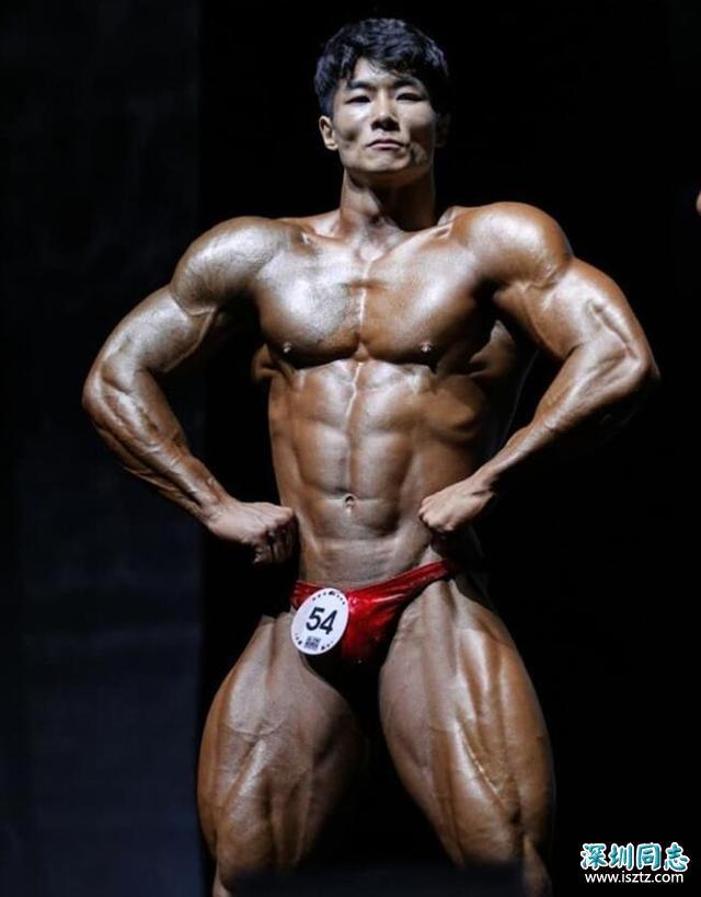 26岁小伙,身高不足165却练出一身肌肉,网友:这俯卧撑太霸气了