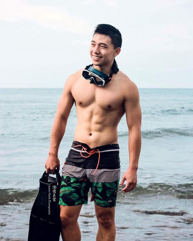 台湾潜水教练六块腹肌太诱人