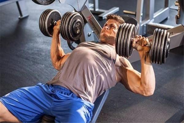 4个训练动作,坚持训练,练出饱满胸肌