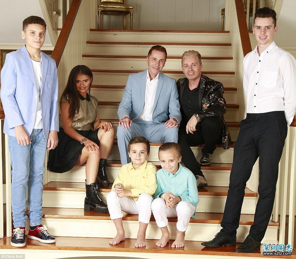 同性恋爸爸爱上女儿25岁男友 结束32年同性感情准备再婚