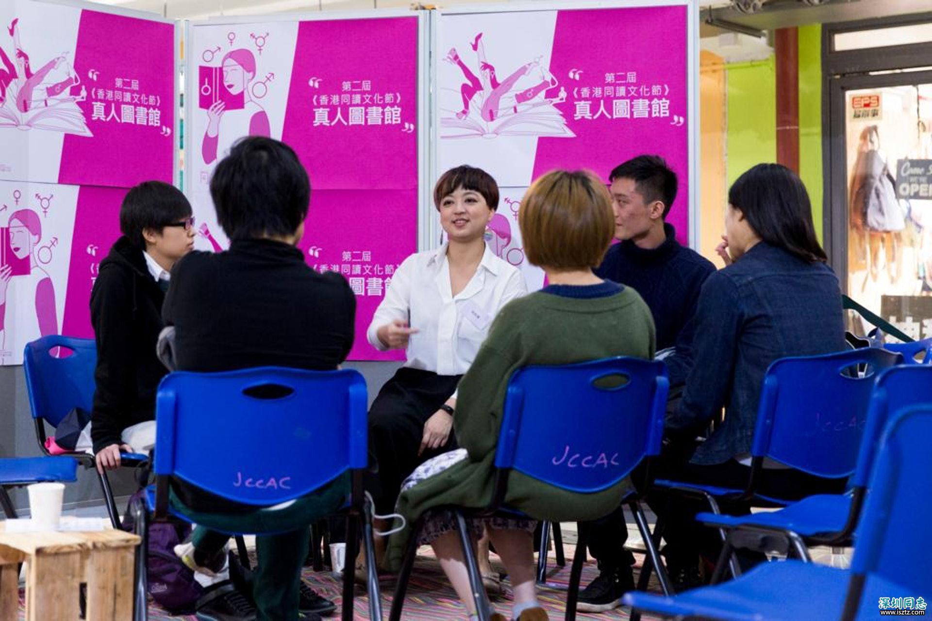 在呂欣潔同讀文化節的「真人圖書館」中講了幾小時,參加者常常問她:為什麼香港不可以有同性婚姻?(潘思穎攝)