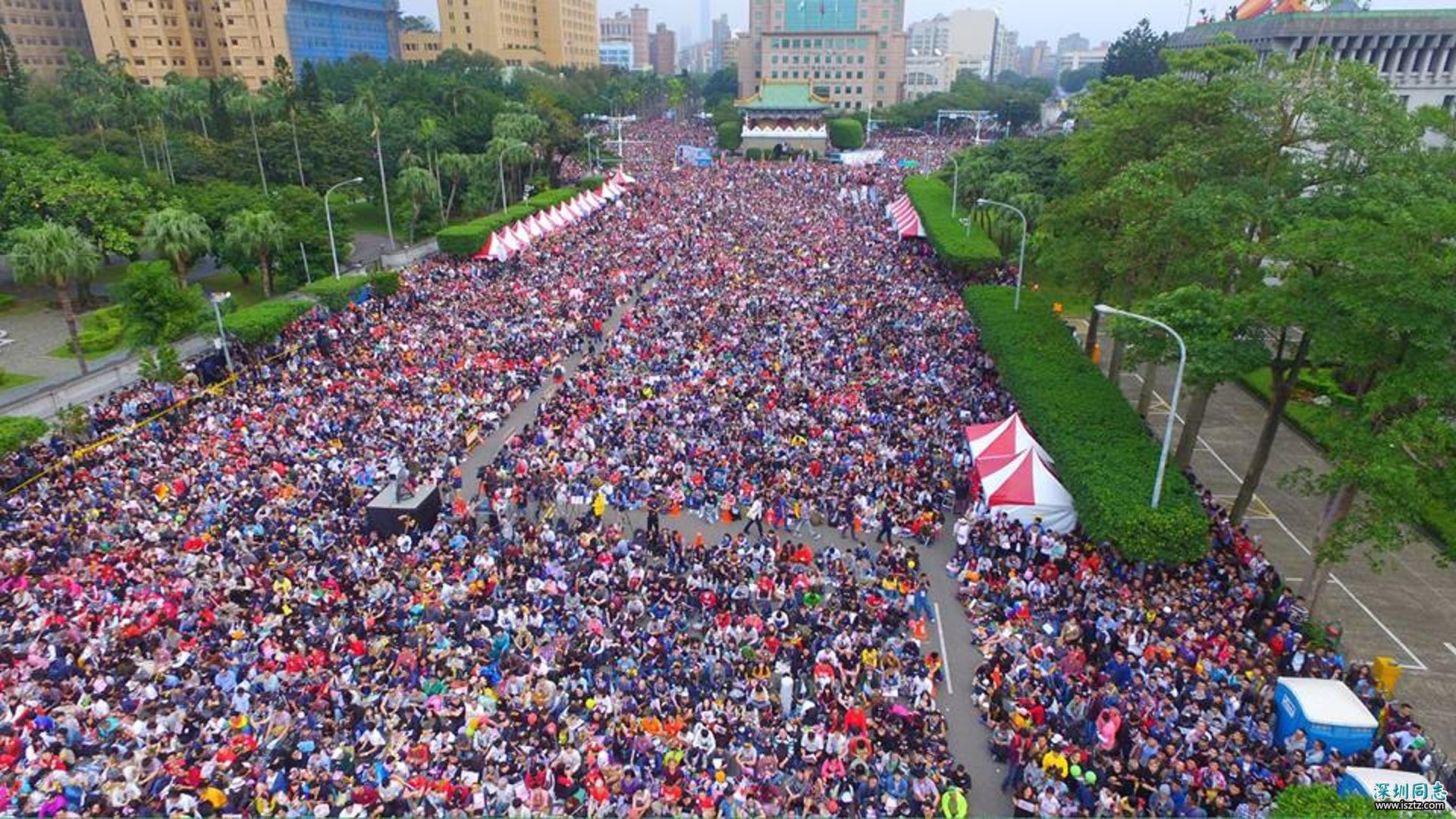 去年10月底,台灣的同志大遊行有8萬人上街,彩虹旗飄揚台北天空。不過兩個星期後,司法法制委員會審查婚姻平權草案,亦有2萬名反對同婚者包圍立法院。(婚姻平權大平台)