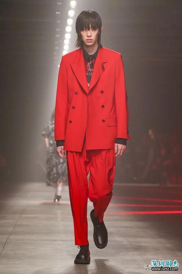 男装周T台上的中国男模